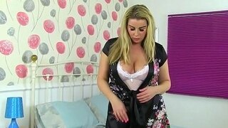 english milf heidi dildo fucks her fanny