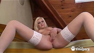 andreya diamond finger bangs herself in stockings