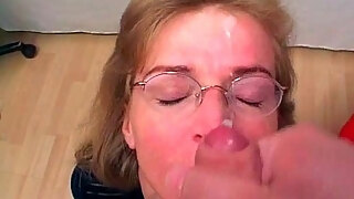 horny mature slut gets mouth and wet