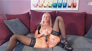moms orgasm cam show part 1