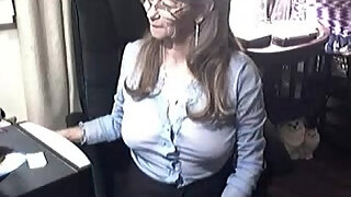 lovely granny with glasses 6 more on a cam net