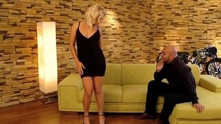 curvy blonde gets her muff eaten on the couch